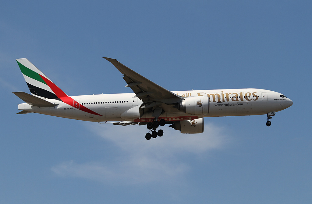 A6-EWH Boeing 777-21H LR (cn 35587/747) of Emirates at Perth Airport - Mon 18 March 2013