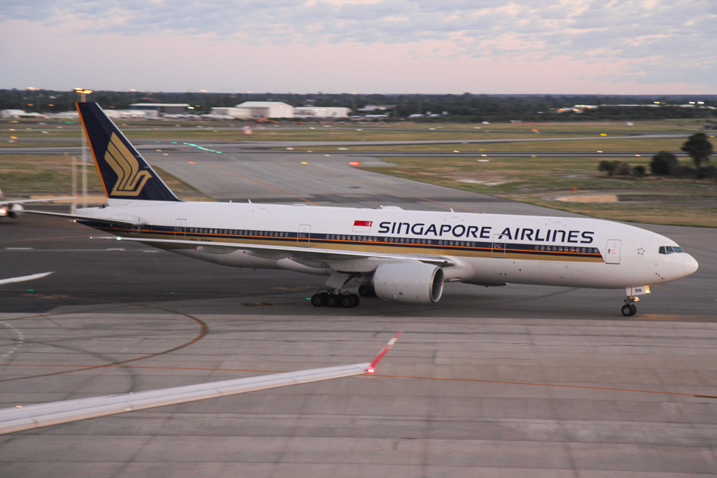 9V-SRN Boeing 777-212ER (cn 32318/441) of Singapore Airlines at Perth Airport on Wed 3 April 2013.
