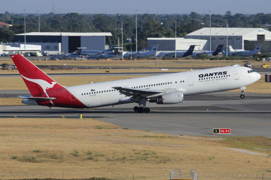 VH-ZXD Boeing 767-336ER (cn 24342/363) of Qantas (leased from British Airways) at Perth Airport - Fri 1 March 2013.