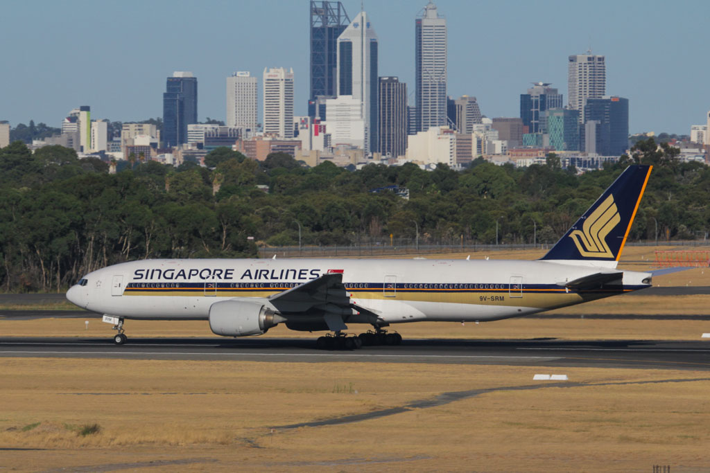 9V-SRM Boeing 777-212ER (cn 32320/438) of Singapore Airlines at Perth Airport - Sat 2 March 2013.
