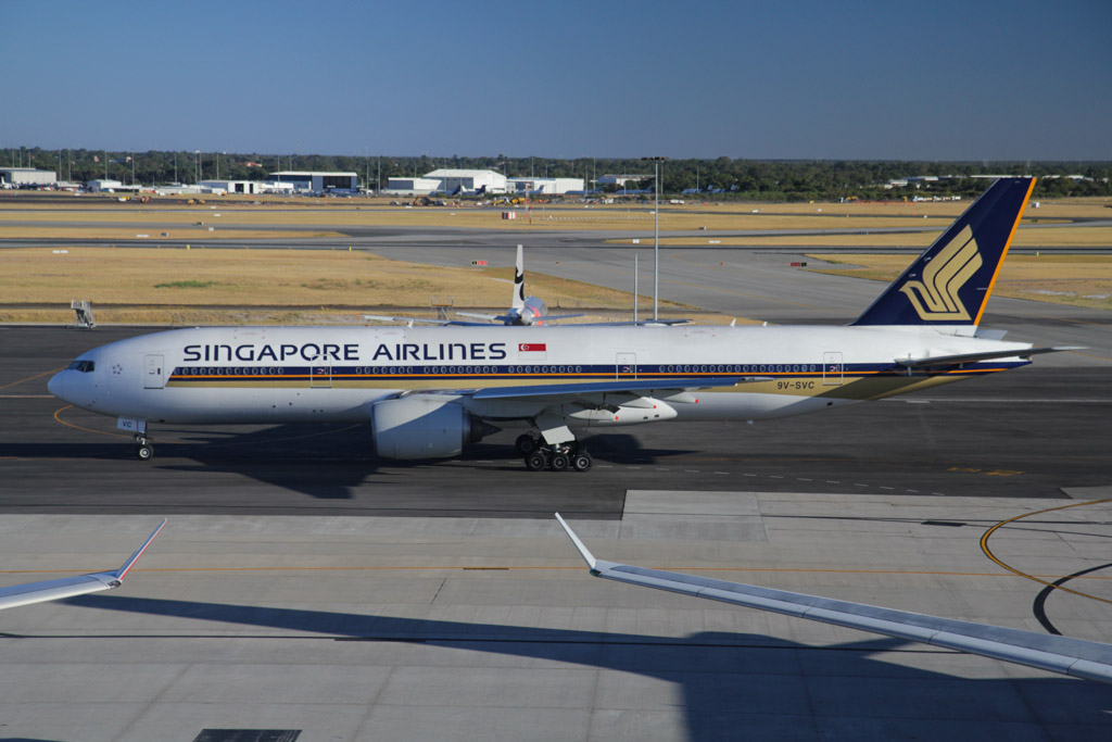 9V-SVC Boeing 777-212ER (cn 28526/355) of Singapore Airlines at Perth Airport - Fri 8 March 2013.