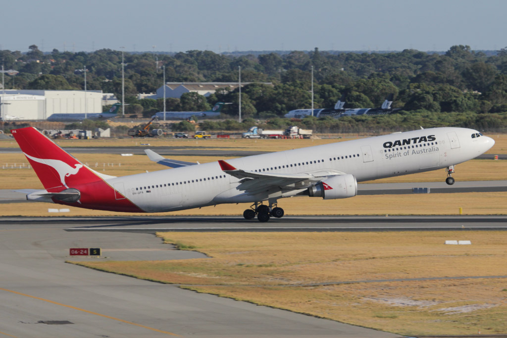 "VH-QPA  Airbus A330-303 (cn 553) of Qantas, named ""Kununurra"" at Perth Airport - Fri 8 March 2013."