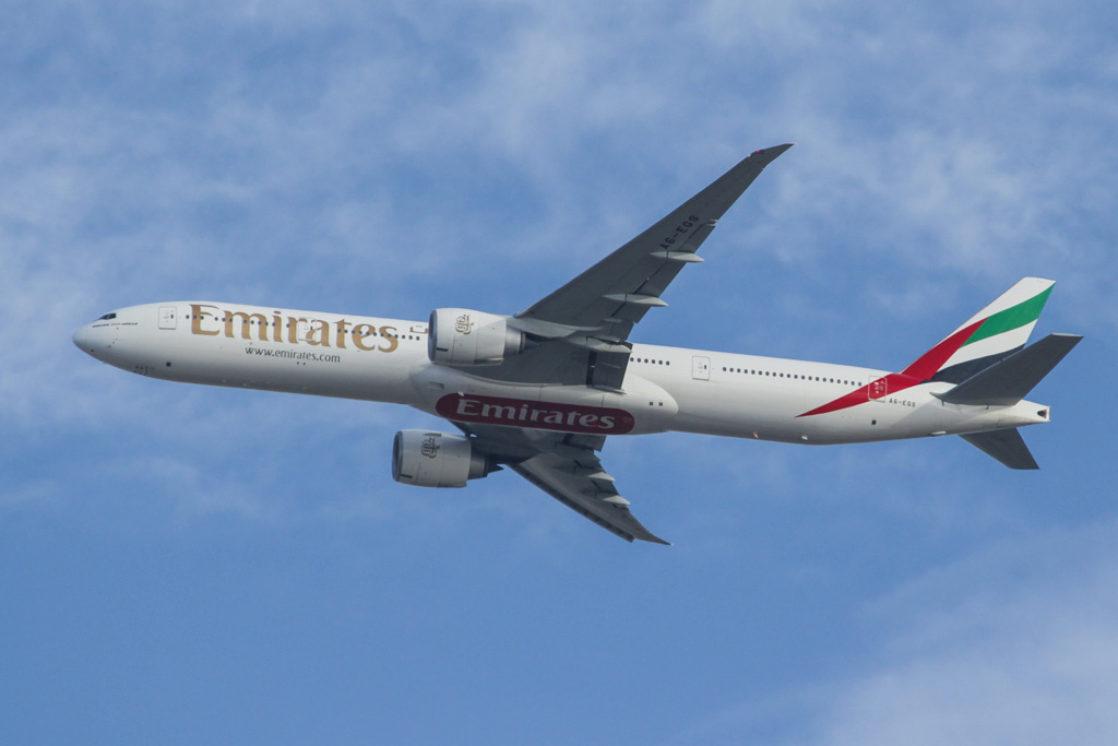 A6-EGS Boeing 777-31H ER (cn 41078/1021) of Emirates over northern suburbs of Perth - Fri 15 March 2013.