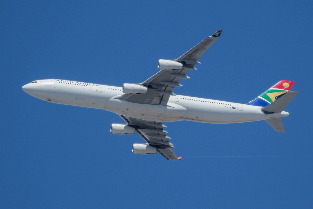 ZS-SXB Airbus A340-313X (cn 582) of South African Airways over northern suburbs of Perth - Sun 17 March 2013.