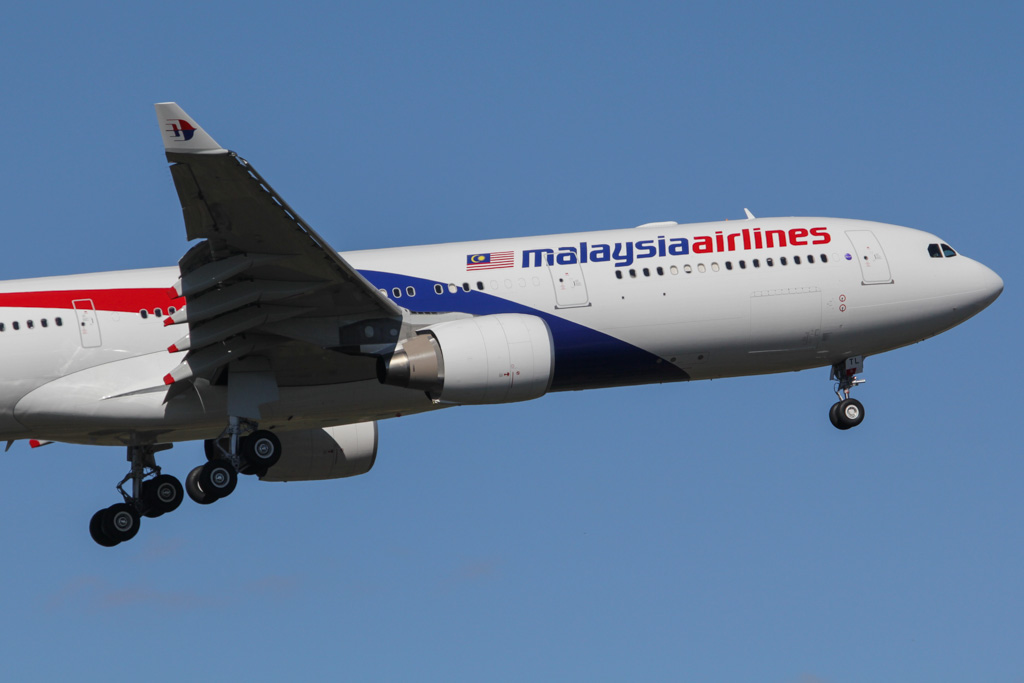 9M-MTL Airbus A330-323X (cn 1395) of Malaysia Airlines at Perth Airport - Sat 30 March 2013.