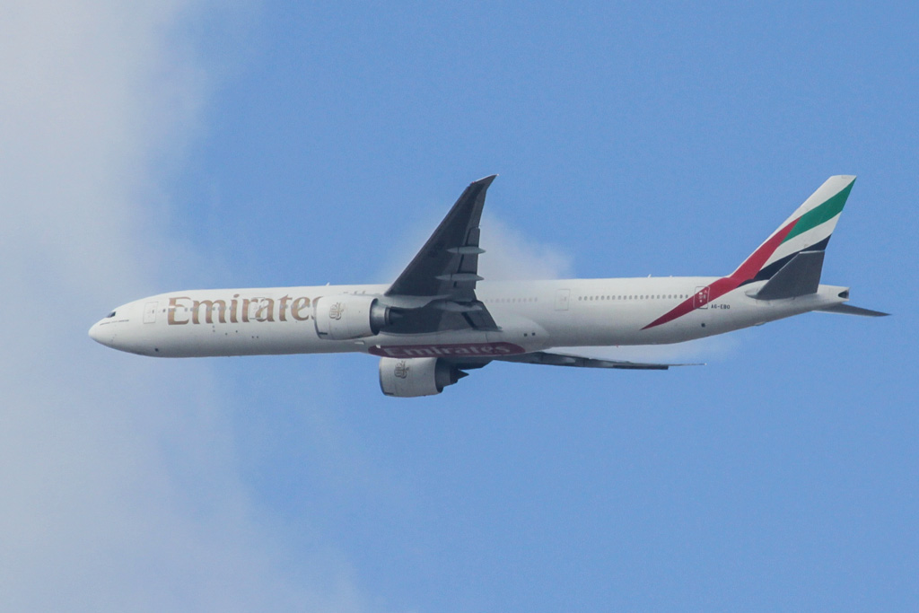 A6-EBO Boeing 777-31H ER (cn 32792/568) of Emirates (leased from GECAS) over northern suburbs of Perth on Sat 20 April 2013.