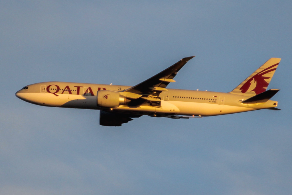 A7-BBG Boeing 777-2DZ LR (cn 36101/883) of Qatar Airways over the northern suburbs of Perth on Tue 23 April 2013