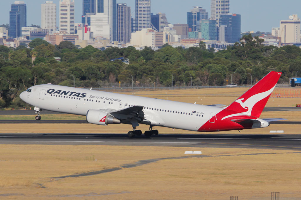 "VH-OGS Boeing 767-338ER (cn 28725/665) of Qantas, named ""Roma"" at Perth Airport – Sat 2 March 2013."