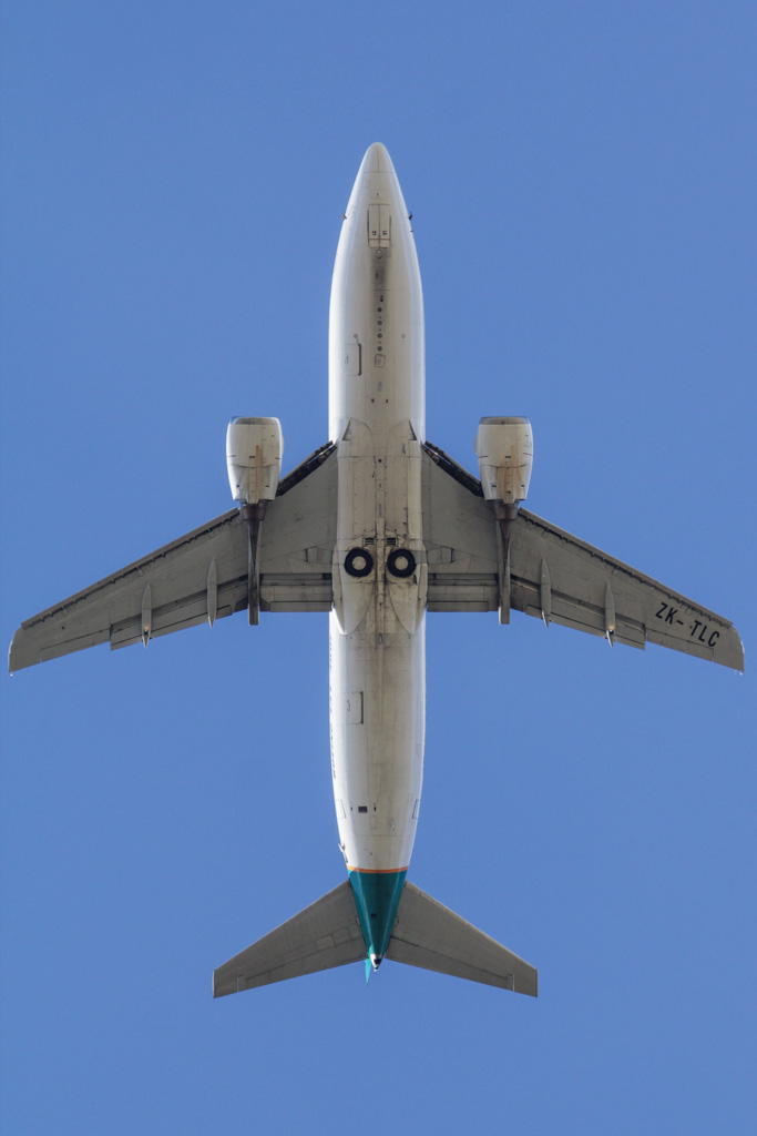 ZK-TLC Boeing 737-3B7(SF) (cn 23705/1497) of Toll Priority (Airwork New Zealand) over Henley Brook – Fri 26 April 2013