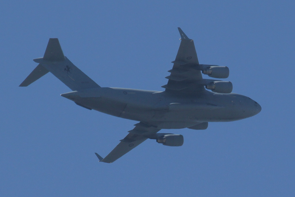 A41-209 Boeing C-17A Globemaster III (cn F-184/AUS-4, ex 06-0209) of 36 Squadron, RAAF, based at Amberley, Queensland - over the northern suburbs of Perth - Sun 28 April 2013.