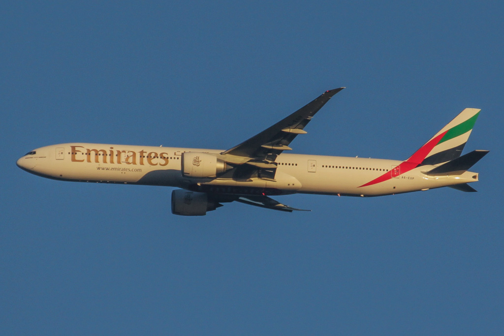A6-EGP Boeing 777-31H ER (cn 35599/1010) of Emirates over the northern suburbs of Perth - Thu 2 May 2013.