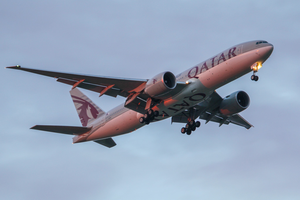 "A7-BBH Boeing 777-2DZ LR (cn 36102/885) of Qatar Airways, named ""Al Qalail"" over Guildford - Sun 5 May 2013."