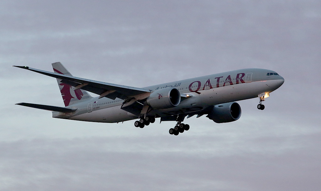 "A7-BBH Boeing 777-2DZ LR (cn 36102/885) of Qatar Airways, named ""Al Qalail"" over Guildford - Sun 5 May 2013"
