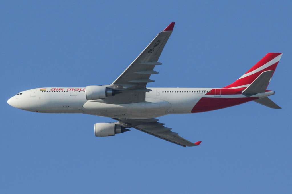 "3B-NBM Airbus A330-202 (cn 883) of Air Mauritius, named ""Tronchetia"" over northern suburbs of Perth - Sun 19 May 2013"