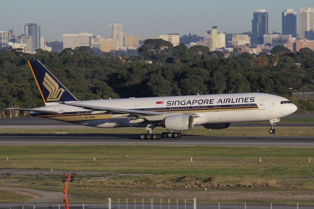 9V-SRO Boeing 777-212ER (cn 32321/447) of Singapore Airlines at Perth Airport – Fri 24 May 2013