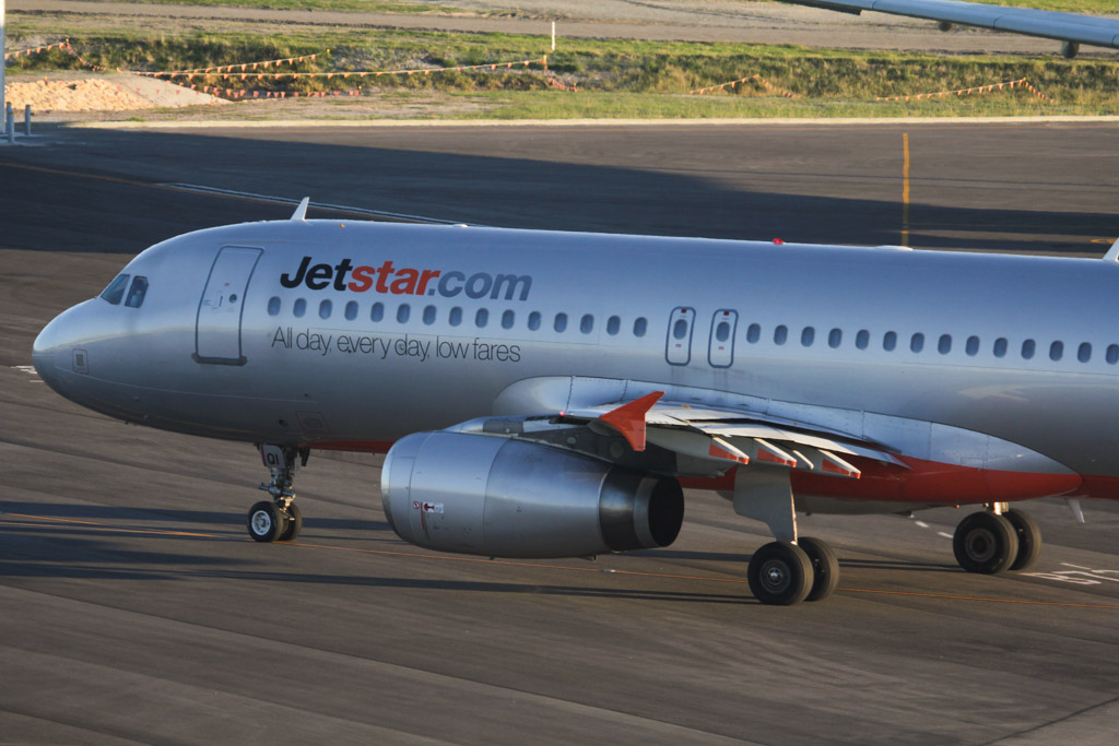 VH-VQI Airbus A320-232 (cn 2717) of Jetstar at Perth Airport – Fri 24 May 2013