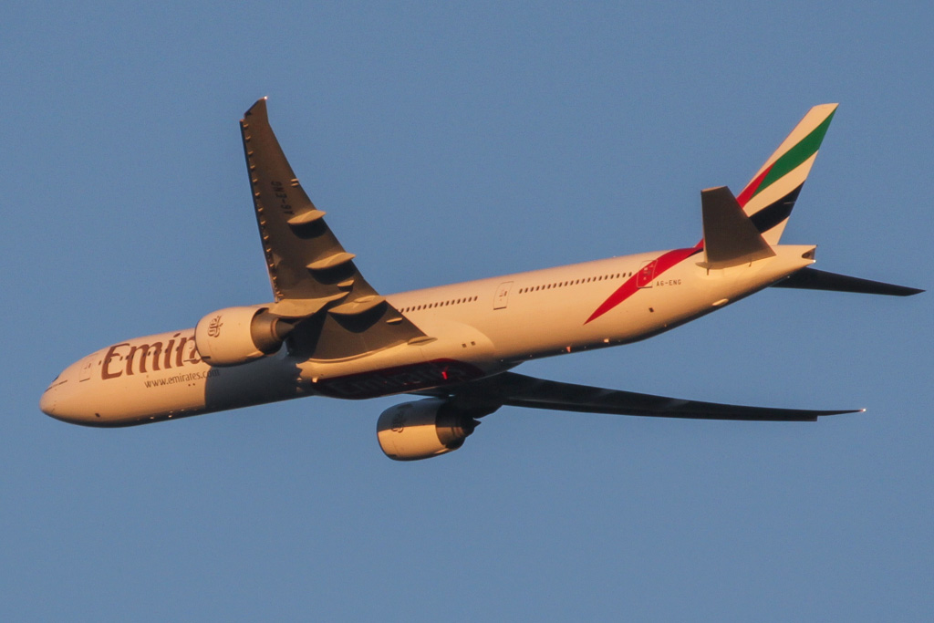 A6-ENG Boeing 777-31H ER (cn 35604/1076) of Emirates over the northern suburbs of Perth – Mon 27 May 2013
