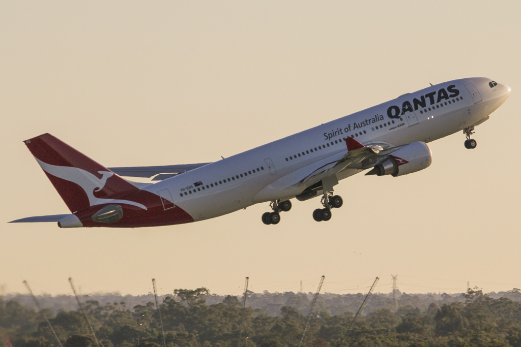 """VH-EBS Airbus A330-202 (cn 1258) of Qantas (leased from CIT Aerospace), named """"Swan Valley"""" at Perth Airport – Mon 3 June 2013"""