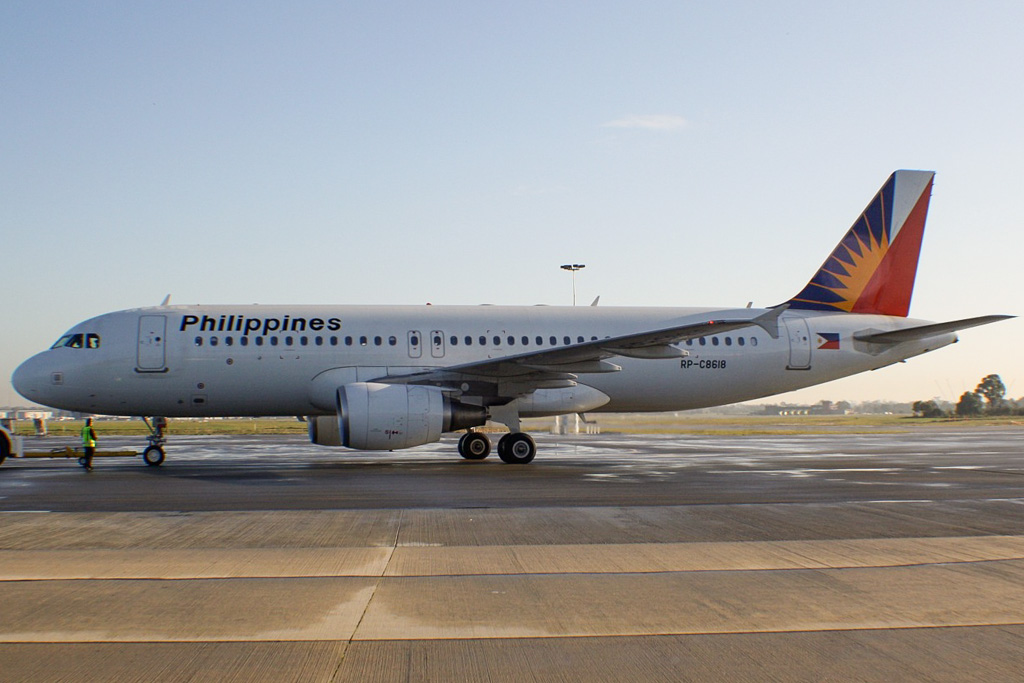 RP-C8618 Airbus A320-214 (cn 5140) of Philippine Airlines (leased from GECAS) at Perth Airport – Wed 5 June 2013