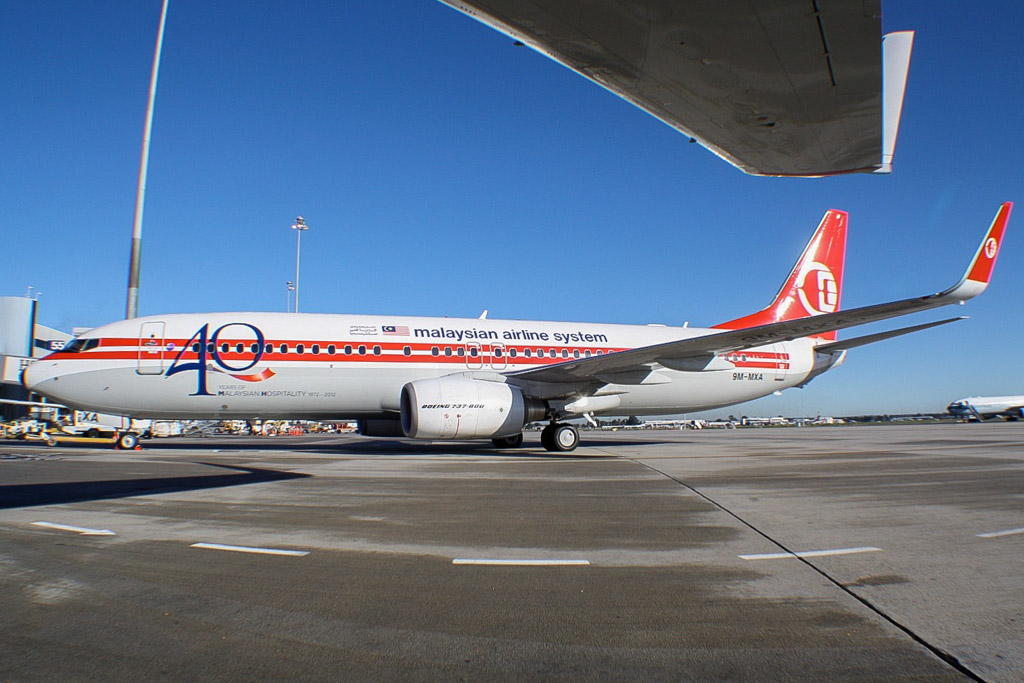 """9M-MXA Boeing 737-8H6 (MSN 40128/3421) of Malaysia Airlines, special retro colours, with """"40 Years of Malaysia Hospitality 1972-2012"""" titles, at Perth Airport - Mon 10 June 2013"""