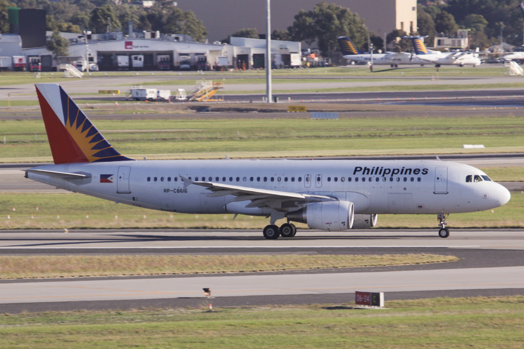 RP-C8616 Airbus A320-214 (cn 5081) of Philippine Airlines (leased from GECAS) at Perth Airport - Fri 14 June 2013.