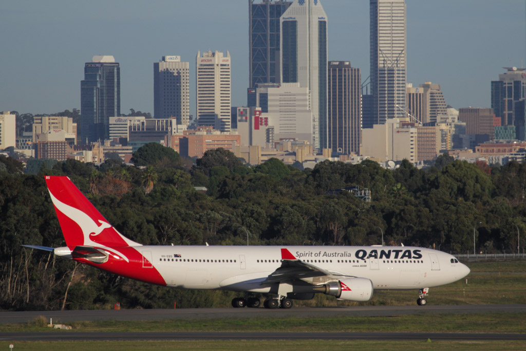 "VH-EBS Airbus A330-202 (cn 1258) of Qantas (leased from CIT Aerospace), named ""Swan Valley"" at Perth Airport – Fri 14 June 2013"