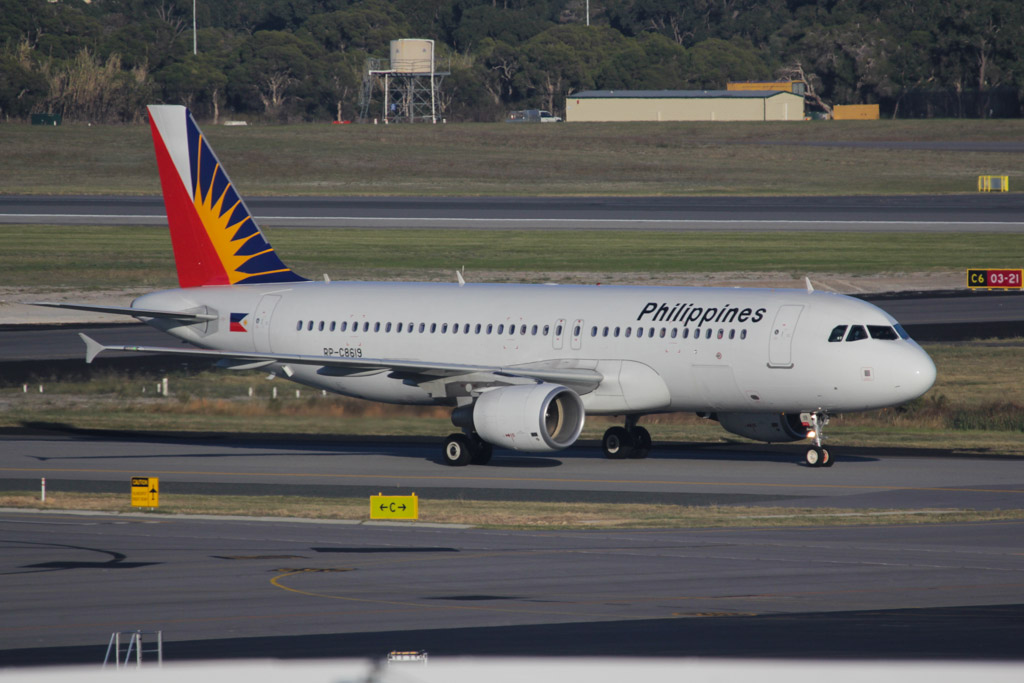 RP-C8619 Airbus A320-214 (cn 5315) of Philippine Airlines (leased from AWAS) at Perth Airport - Wed 19 June 2013.