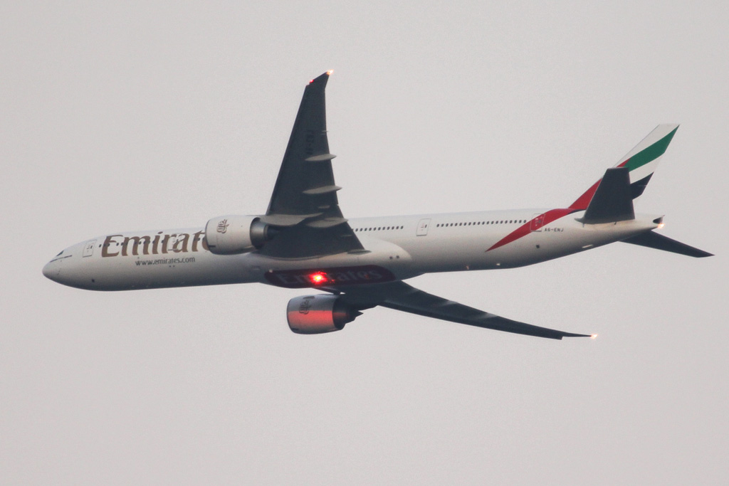 A6-ENJ Boeing 777-31H ER (MSN 35605/1099) of Emirates over northern suburbs of Perth - Sat 3 August 2013.