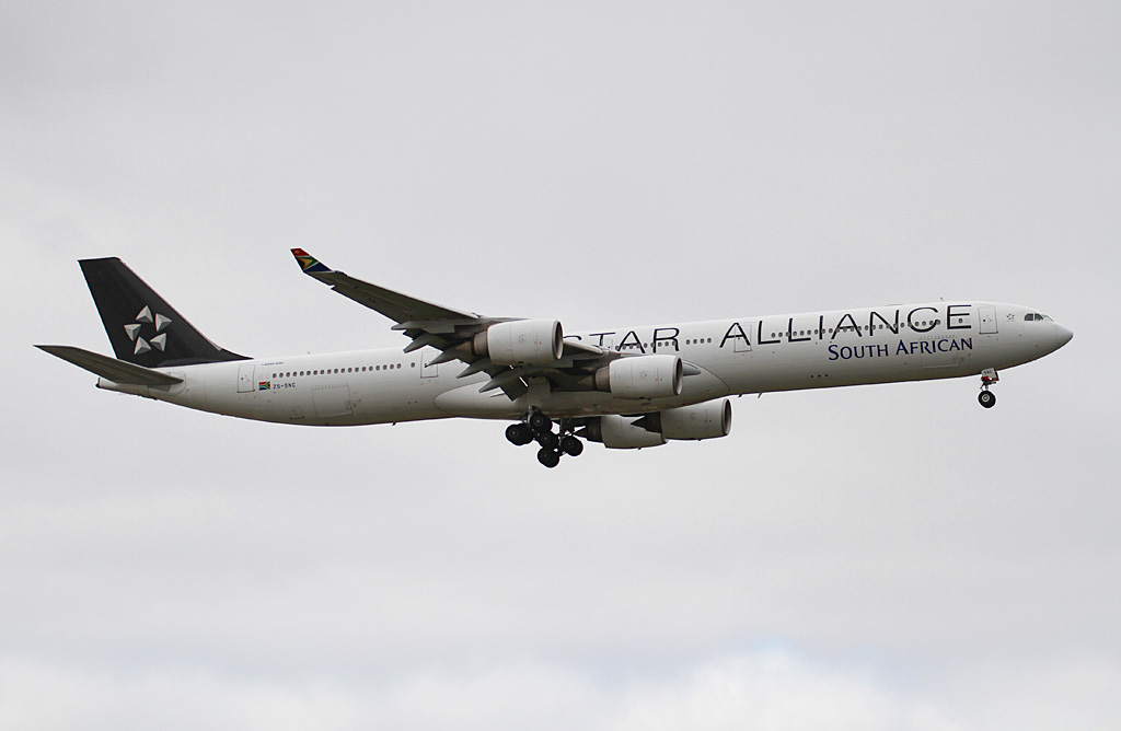 ZS-SNC Airbus A340-642 (cn 426) of South African Airways, in Star Alliance special colours at Perth Airport - Mon 12 Aug 2013.