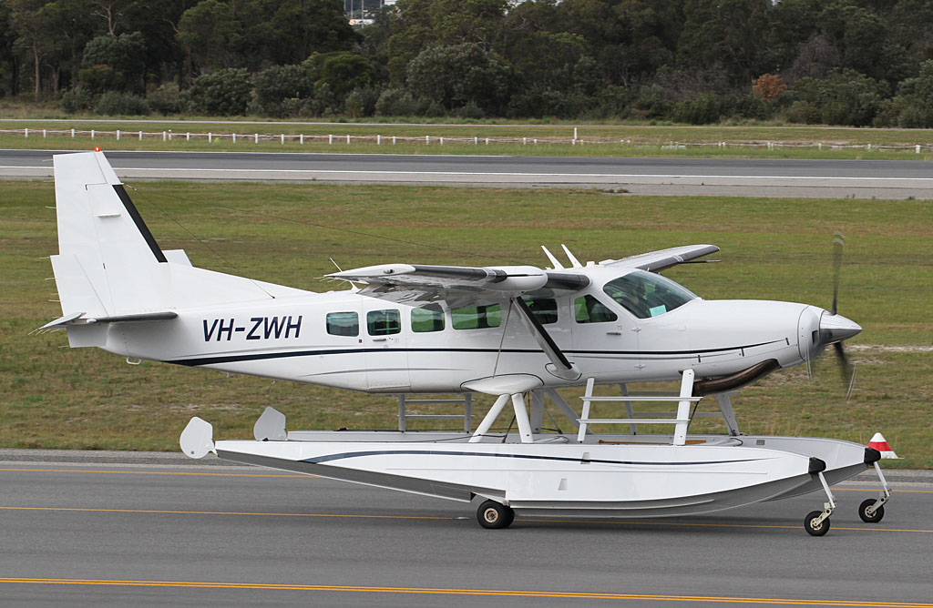 VH-ZWH Cessna 208 Caravan I amphibious floatplane (MSN 20800399) of Avwest Pty Ltd at Perth Airport - Wed 14 August 2013.