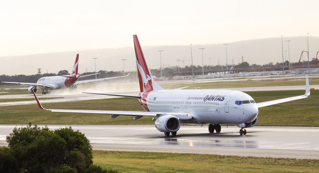 """VH-VZV Boeing 737-838 (MSN 34189/3856) of Qantas, named """"Palm Cove"""" at Perth Airport - Sat 17 August 2013."""