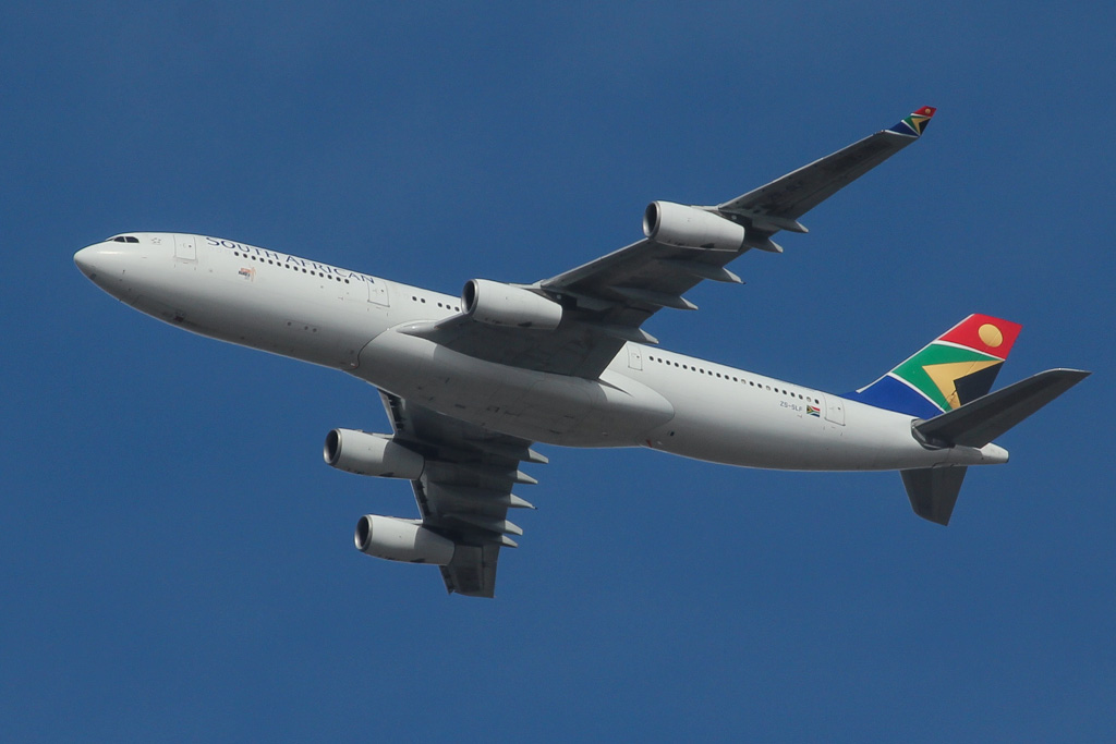 ZS-SLF Airbus A340-212 (MSN 006) of South African Airways over northern suburbs of Perth - Sat 17 August 2013.