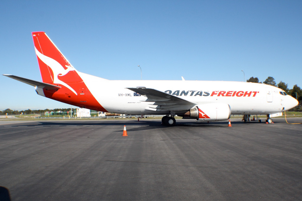 VH-XML Boeing 737-376(SF) (cn 23486/1286) of Qantas Freight at Perth Airport – Tue 20 August 2013.
