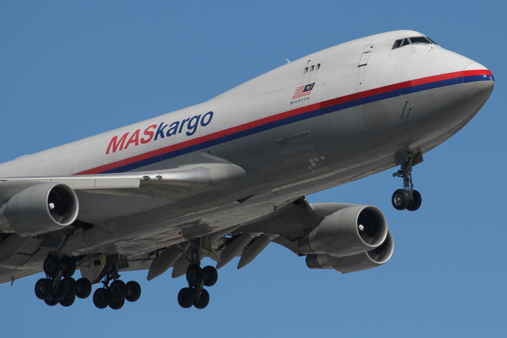 9M-MPS Boeing 747-4H6F (MSN 29902 / 1374) of MAS Kargo at Perth Airport – Sat 24 August 2013.