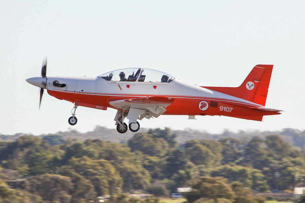 "9107 Pilatus PC-21 (cn 115, civil reg 9V-YYG) of Republic of Singapore Air Force, 130 ""Eagle"" Sqn, based at RAAF Base Pearce, at RAAF Pearce Air Show – Sat 19 May 2012."