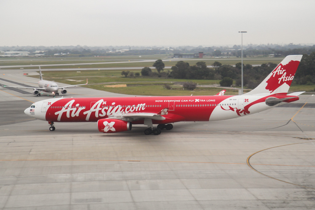 "9M-XXH Airbus A330-343X (MSN 1165) of AirAsia X, named ""Xtraordinary 1000"" at Perth Airport – Mon 2 September 2013."