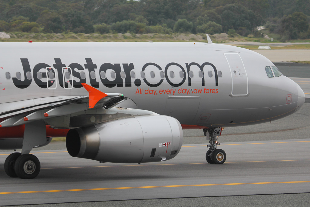 9V-JSK Airbus A320-232 (MSN 4772) of Jetstar Asia, also with Valuair titles, at Perth Airport – Mon 2 September 2013.