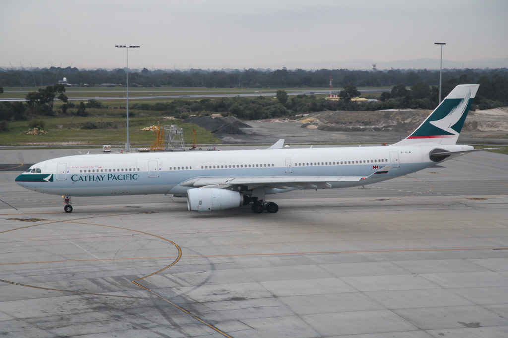 B-HLW Airbus A330-343X (MSN 565) of Cathay Pacific at Perth Airport – Mon 2 September 2013.