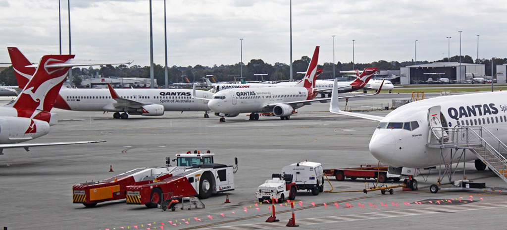 Qantas Boeing 737-800s and QantasLink Boeing 717s at Perth Airport - Sat 7 September 2013.