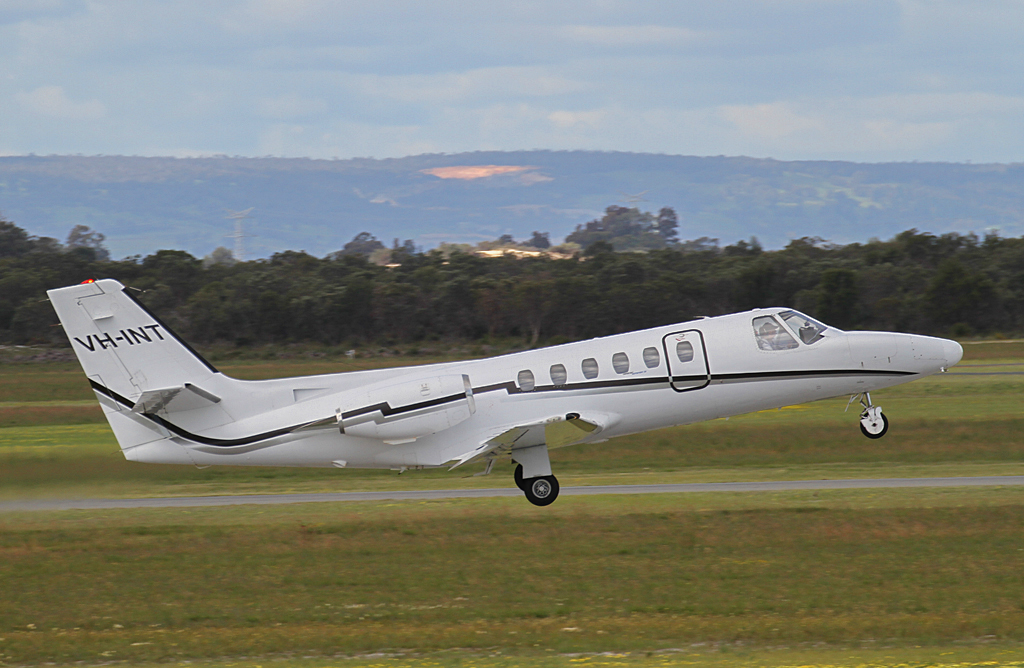 VH-INT Cessna 550 Citation II (MSN 550-0102) of Revesco Aviation at Jandakot Airport - Sun 8 September 2013.