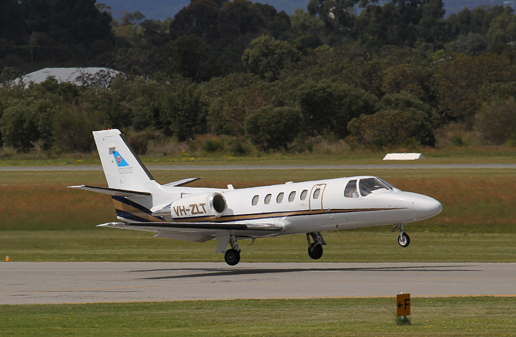 VH-ZLT Cessna 550 Citation II Bravo (MSN 550-0878) of China Southern West Australian Flying College (operated by Revesco Aviation) at Jandakot Airport – Sun 15 September 2013.