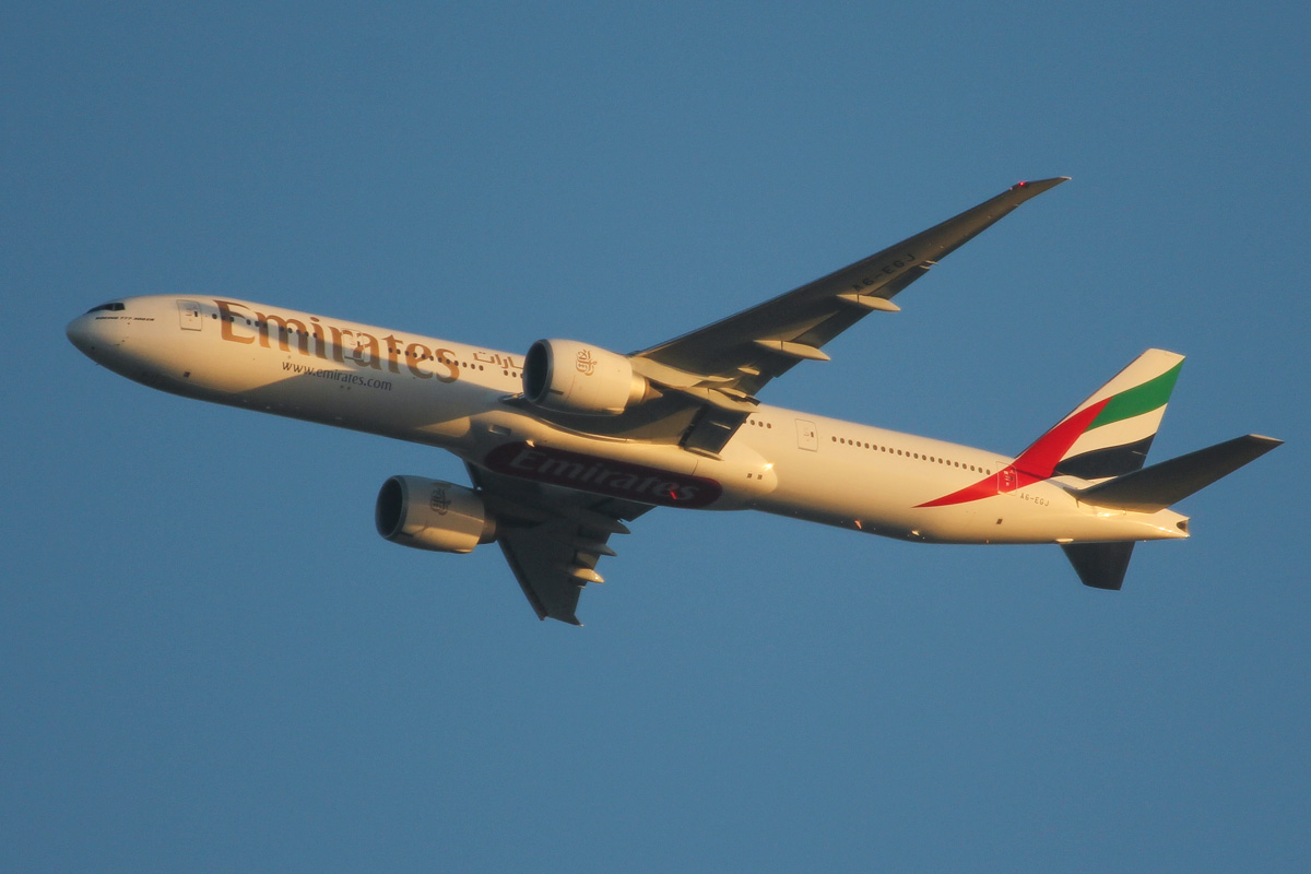 A6-EGJ Boeing 777-31H ER (MSN 38989/978) of Emirates, over northern suburbs of Perth - Wed 25 September 2013.