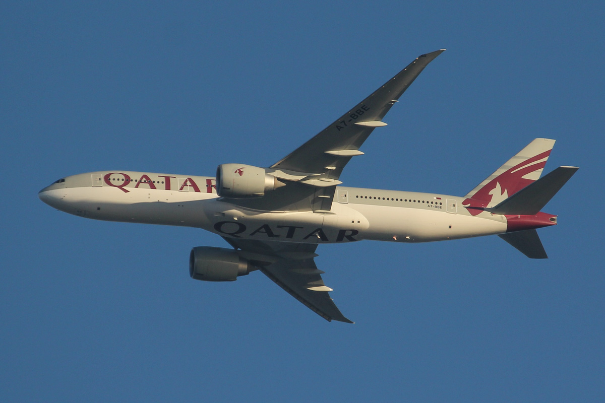 A7-BBE Boeing 777-2DZ LR (MSN 36017/837) of Qatar Airways, over northern suburbs of Perth - Wed 25 September 2013.