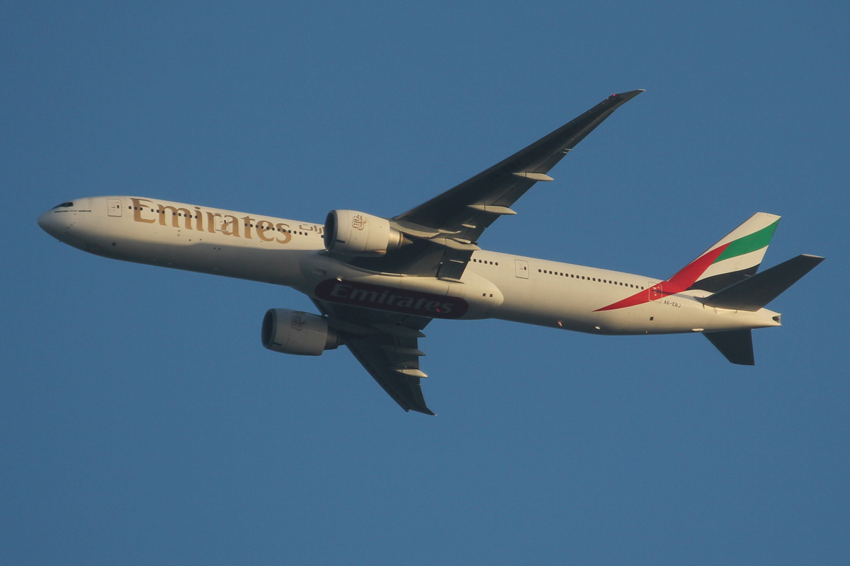 A6-EBJ Boeing 777-36N ER (MSN 32787/542) of Emirates (leased from GECAS) over northern suburbs of Perth - Thu 26 September 2013.