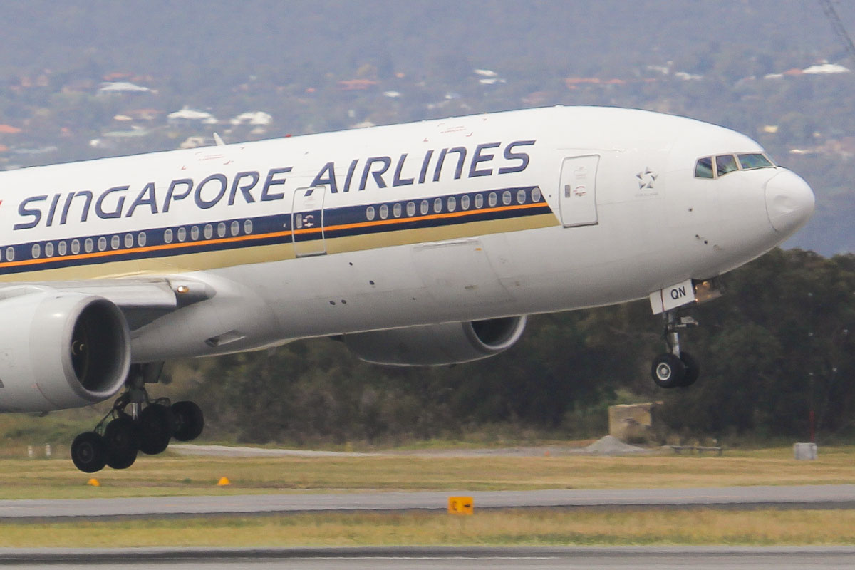 9V-SQN Boeing 777-212ER (MSN 33373/487) of Singapore Airlines at Perth Airport - Fri 27 September 2013.