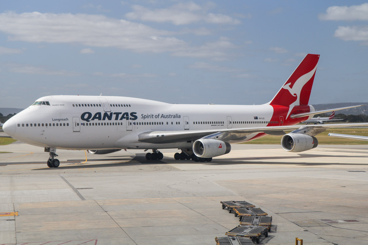 "VH-OJS Boeing 747-438 (MSN 25564/1230) of Qantas, named ""Hamilton Island"" at Perth Airport - Fri 27 September 2013."