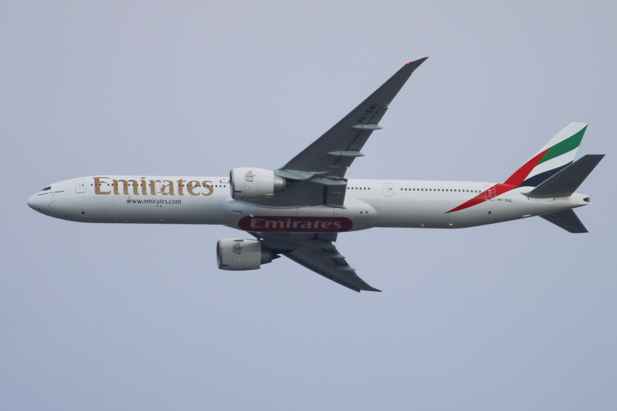 A6-ENL Boeing 777-31H ER (MSN 41370/1130) of Emirates, over northern suburbs of Perth - Fri 18 October 2013.