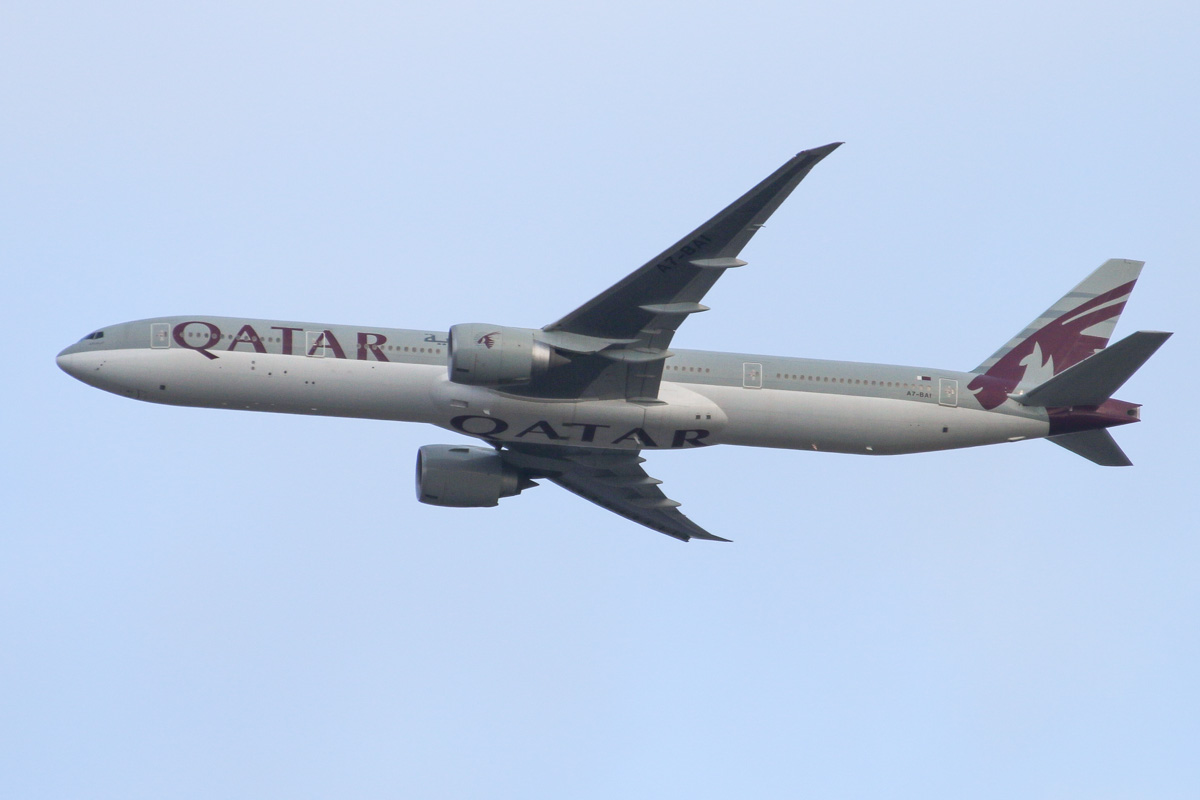 A7-BAI Boeing 777-3DZ ER (MSN 36095/742) of Qatar Airways (leased from Um Taqa Leasing Ltd), over northern suburbs of Perth - Fri 18 October 2013.