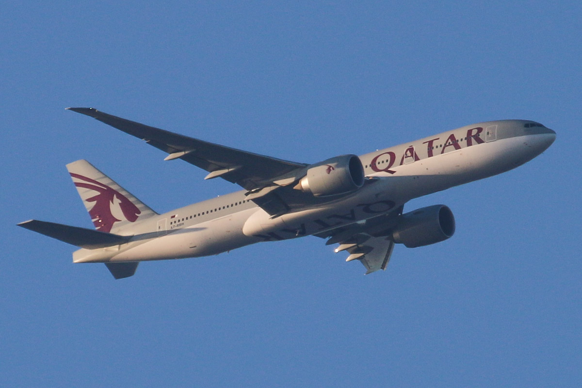 "A7-BBH Boeing 777-2DZ LR (MSN 36102/885) of Qatar Airways, named ""Al Qalail"", over the northern suburbs of Perth - Sat 26 October 2013."