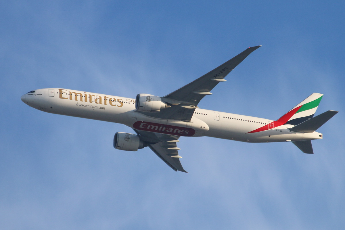 A6-EGQ Boeing 777-31H ER (MSN 41076/1014) of Emirates over the northern suburbs of Perth - Sun 27 October 2013.